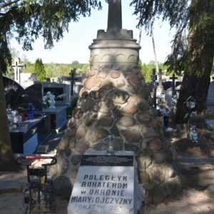 Trwają prace renowacyjne przy pomniku upamiętniającym polskich żołnierzy